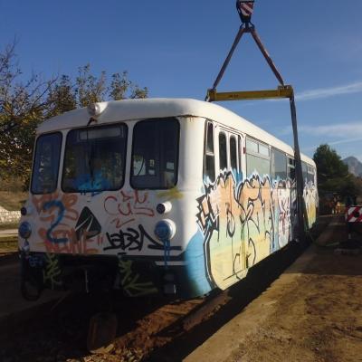 Un ferrobus a l'antiga estació de Bot donarà servei de bar a la Via Verda