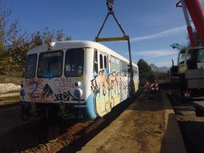 Un ferrobus a l'antiga estació de Bot donarà servei de bar a la Via Verda | EbreActiu.cat, revista digital per a la gent activa