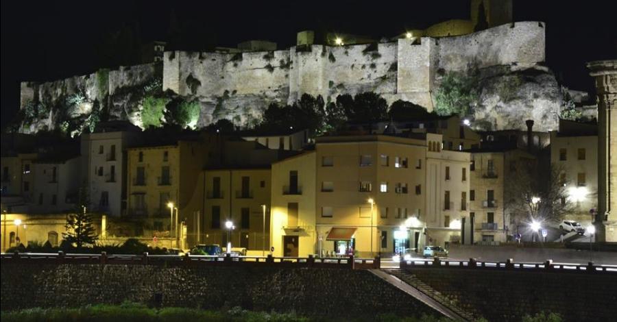 L'Ajuntament de Tortosa completa la il·luminació nocturna de les muralles del castell de la Suda