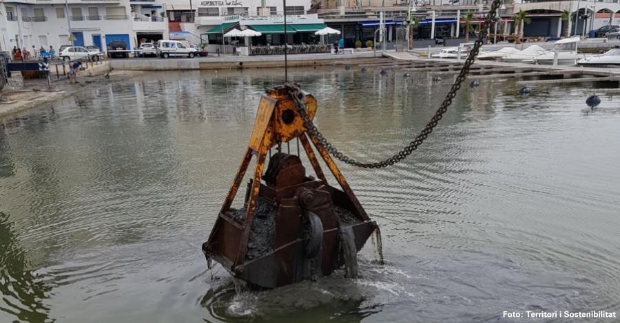 Ports de la Generalitat promou una neteja del fons marí al port de l´Ampolla