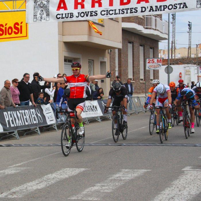 Antonio Miguel Parra, del C.C. Palafrugell, s'emporta el Trofeu Ciutat d'Amposta de Ciclisme