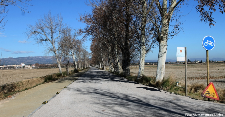 El camí del Xoperal de l'Aldea incorpora un carril bici