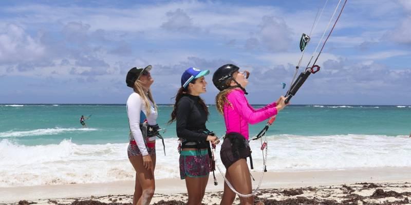 El projecte social de kitesurf Tribu del Sol arriba al Delta de l'Ebre