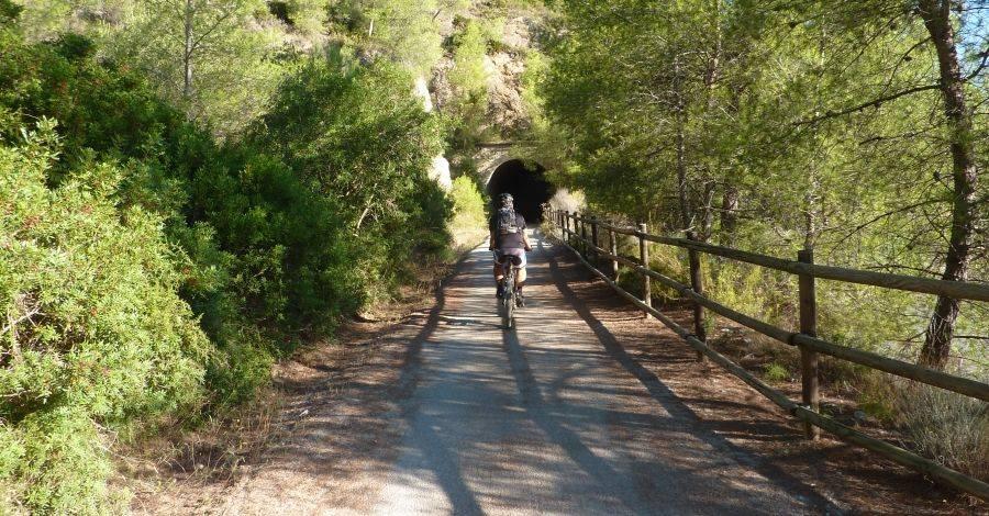 Treballs de millora a la Via Verda amb el pla d'ocupació Baix Ebre 2016