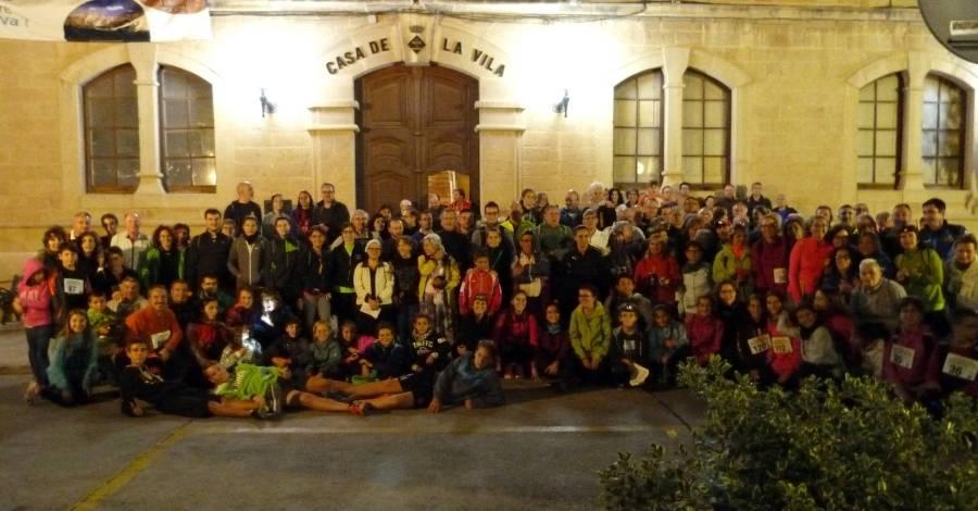 La Caminada de la Lluna Plena de Riba-Roja d'Ebre celebra la cinquena edició amb més de 170 participants