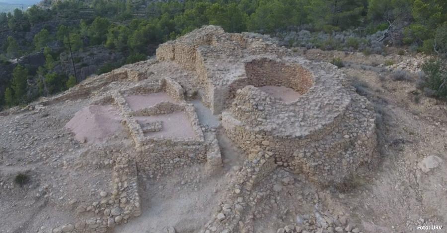 Les excavacions al poblat ibèric de l'Assut descobreixen la porta d'accés al jaciment | EbreActiu.cat, revista digital per a la gent activa