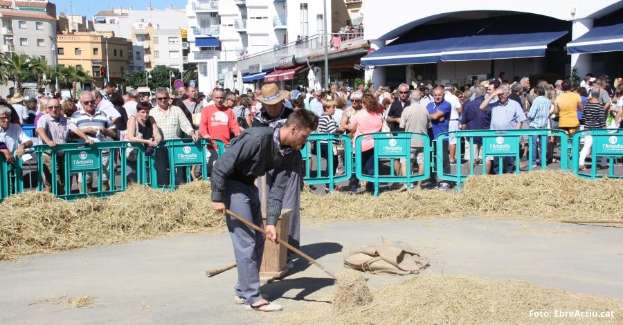 Més de 3.000 persones celebren la XIX Festa de la Sega de l'Ampolla