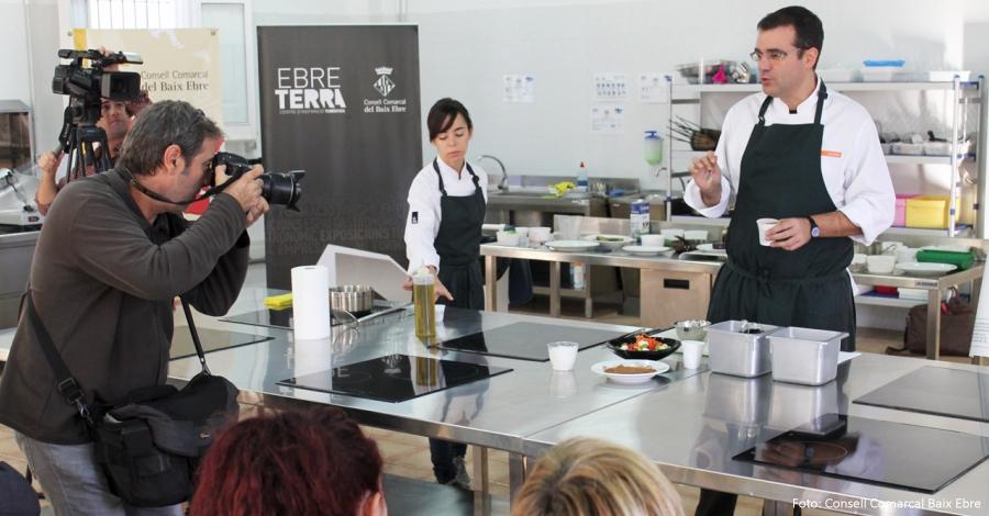 EbreTerra acull una sessió de cuina de la garrofa per promocionar-la entre els restauradors del territori
