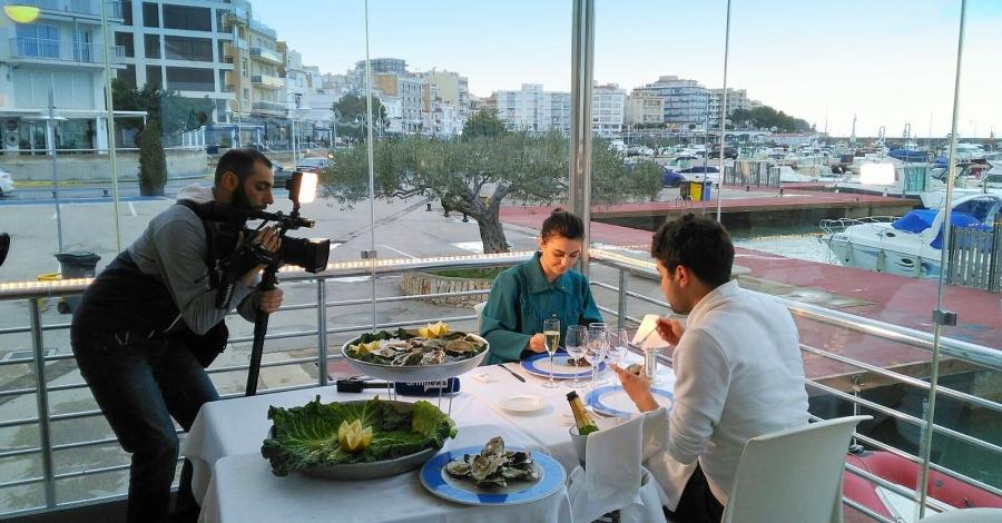 Mitjans de comunicació d'Armènia i Rússia visiten l'Ampolla per degustar l'ostra del Delta de l'Ebre