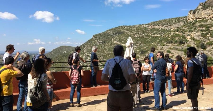 Tècnics dels serveis territorials d'arqueologia a Catalunya visiten les pintures rupestres d'Ulldecona
